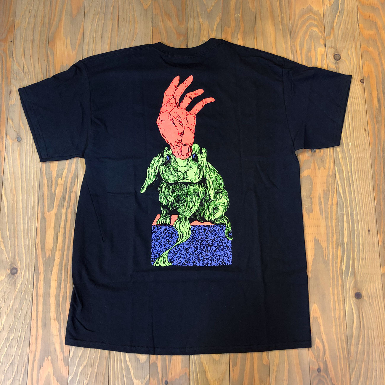 WELCOME MAGIC BUNNY TEE BLACK