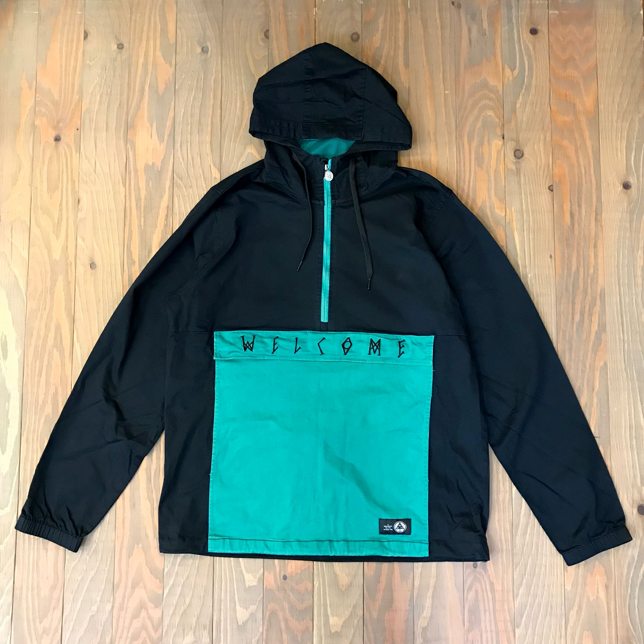 WELCOME SCRAWL TWILL ANORAK JKT BLACK/TEAL