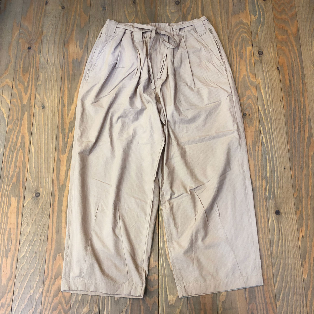 TIGHTBOOTH SUCKER BAGGY SLACKS BEIGE