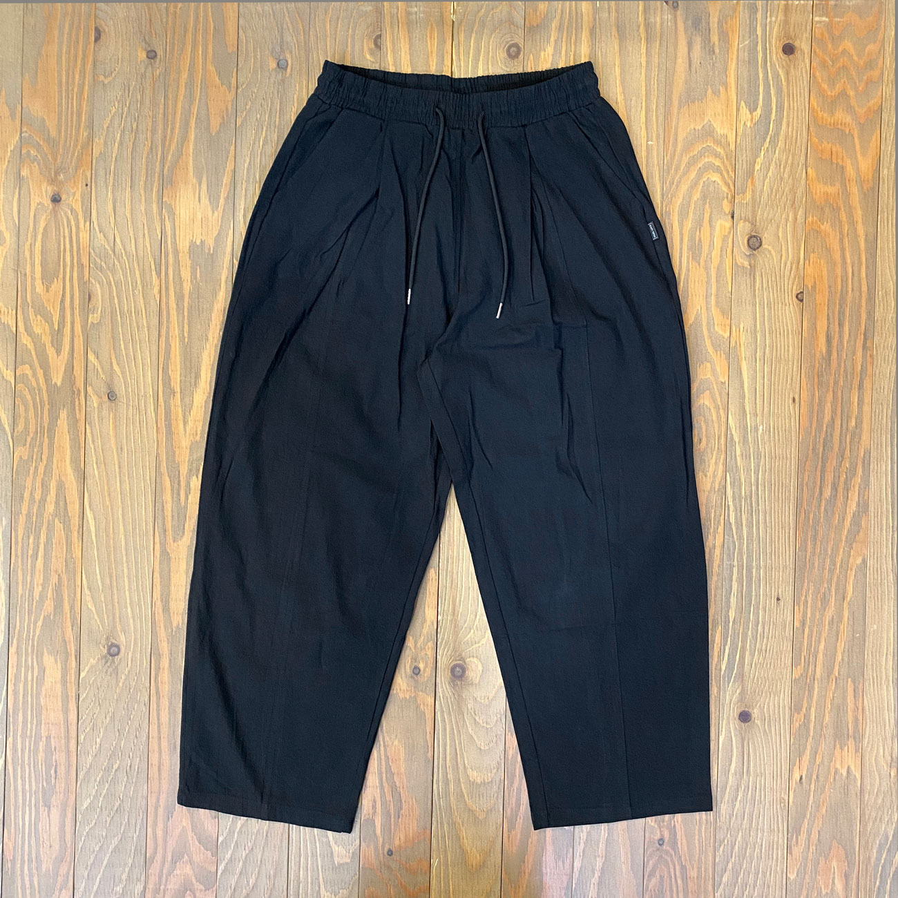 EAZY M!SS CROPPED PANTS BLACK