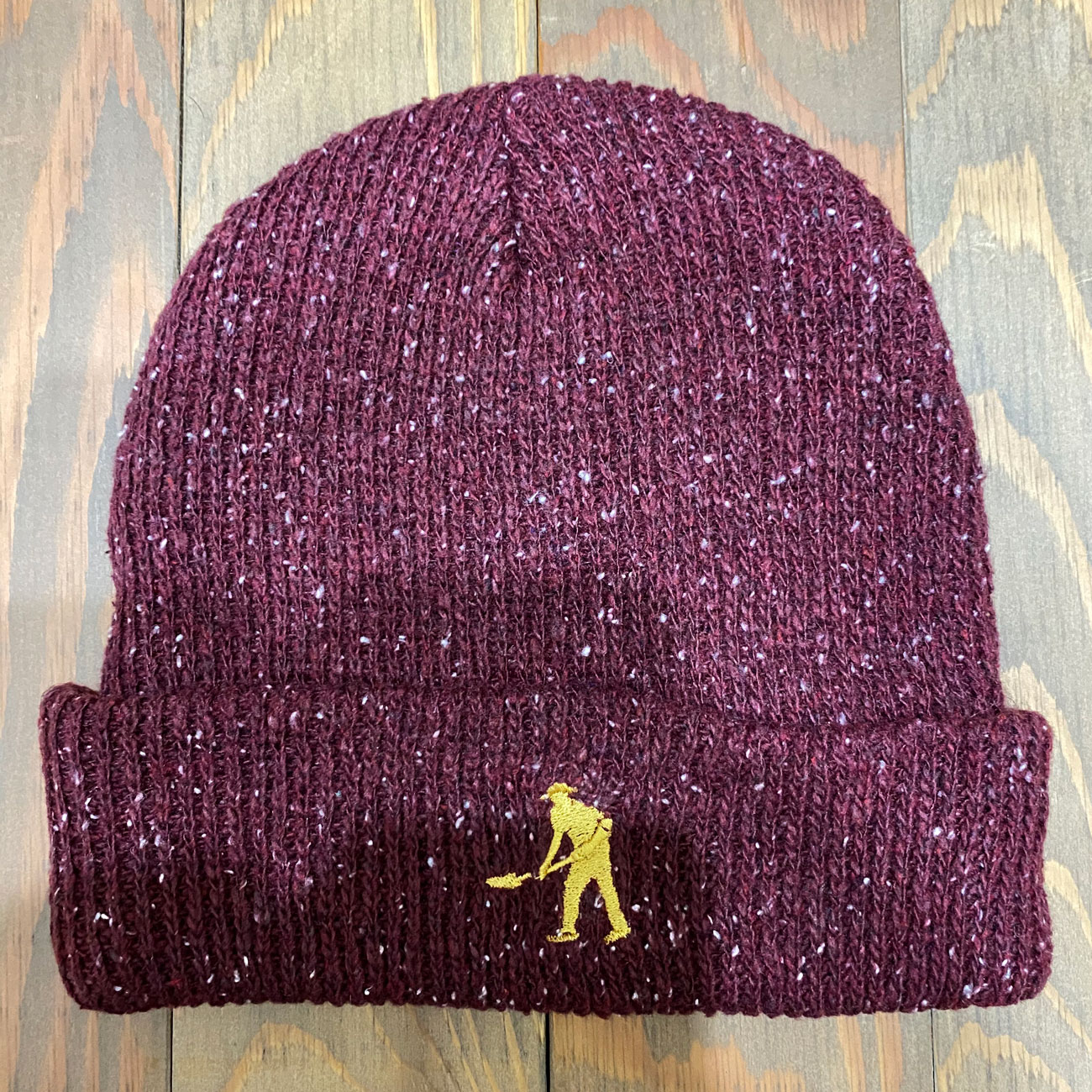 PASS~PORT WORKERS BEANIE MAROON